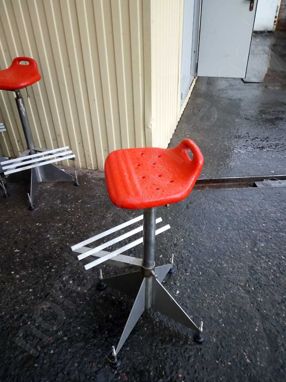 Chairs for working stations