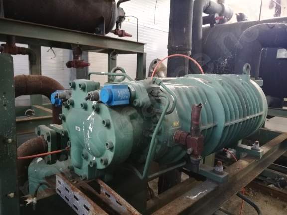Compressor station for freezing unit