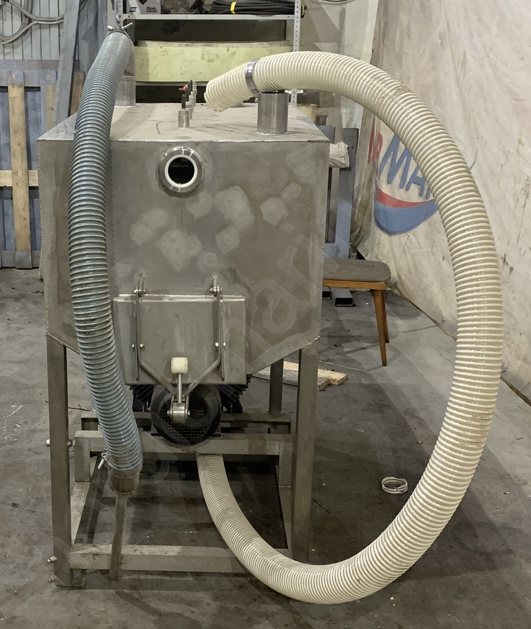 Vacuum system for blood kidney removing