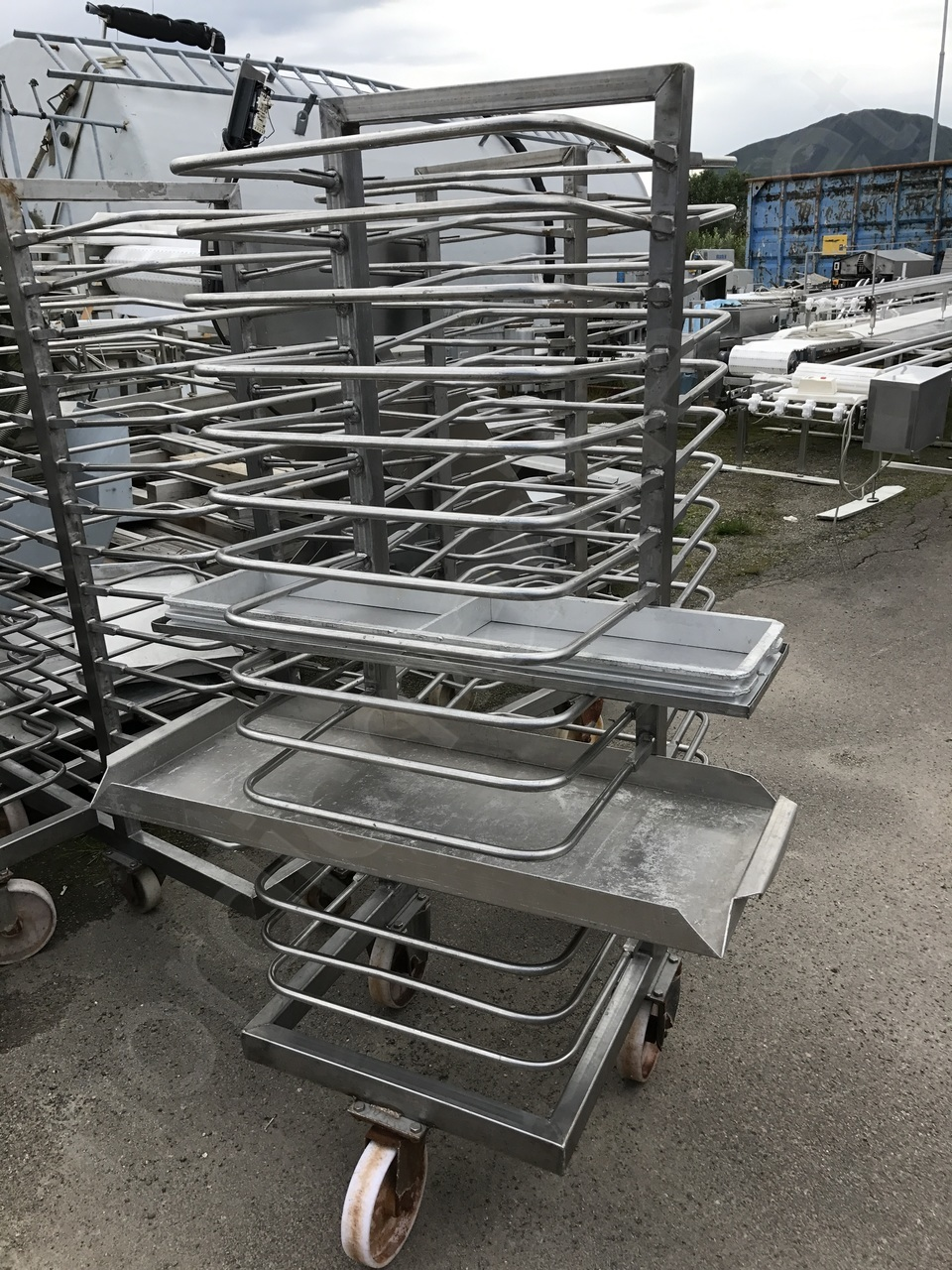 Storage trolleys for plate freezer
